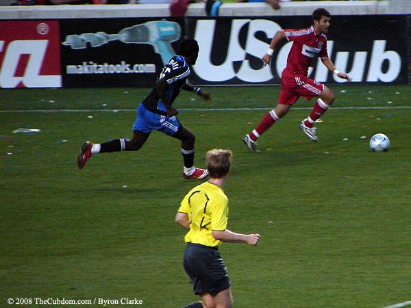 Gonzalo Segares dribbles past Kei Kamara
