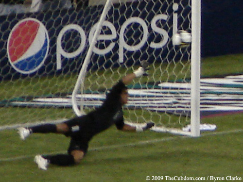 Noel Valladares dives but cannot save the goal